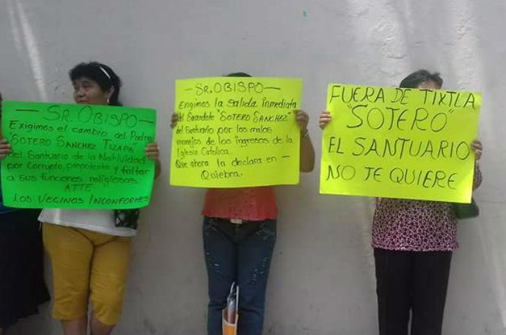 feligresesprotesta2