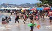 Turistas no temen a pandemia y llenan otra vez playas de Acapulco