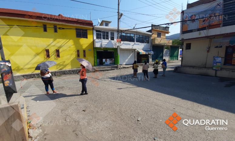 Bloquean avenida de Chilpancingo por falta de agua desde hace un mes